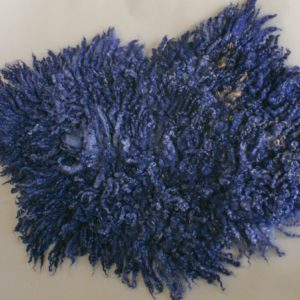 granatowy filcowy dywanik zlokami dofotografii niemowlęcej