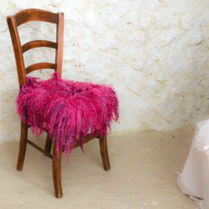 różowa ekologiczna wełniana poduszka nakrzesło